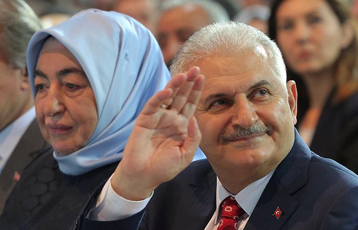 Бинали Йылдырым сменил Давутоглу на посту правящей в Турции партии