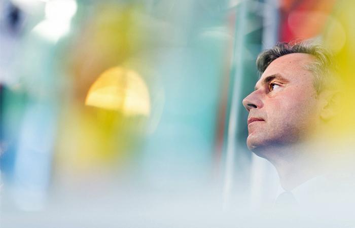 Евроскептик Хофер признал поражение на выборах президента Австрии