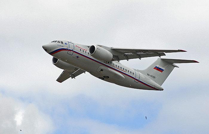 Самолет с Ерофеевым и Александровым приземлился в Москве