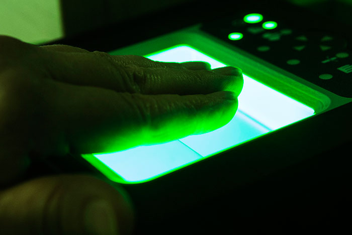 Сбербанк собрался отказаться от пластиковых карт в пользу биометрии