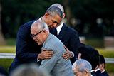 Обама в Хиросиме обнял выживших после атомной бомбардировки
