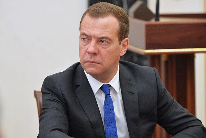 Медведев поручил продлить продуктовое эмбарго доконца 2017-ого года