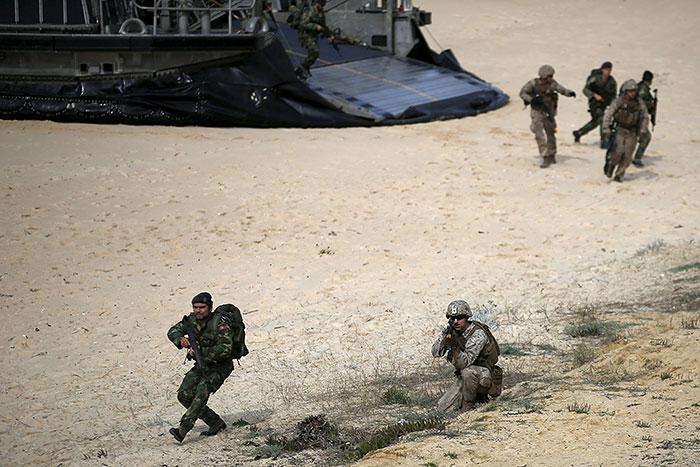 Грушко назвал ротацию НАТО у границ с РФ хуже постоянного развертывания