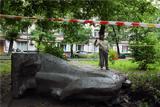 Жители Москвы попросили восстановить обезглавленный памятник Ленину