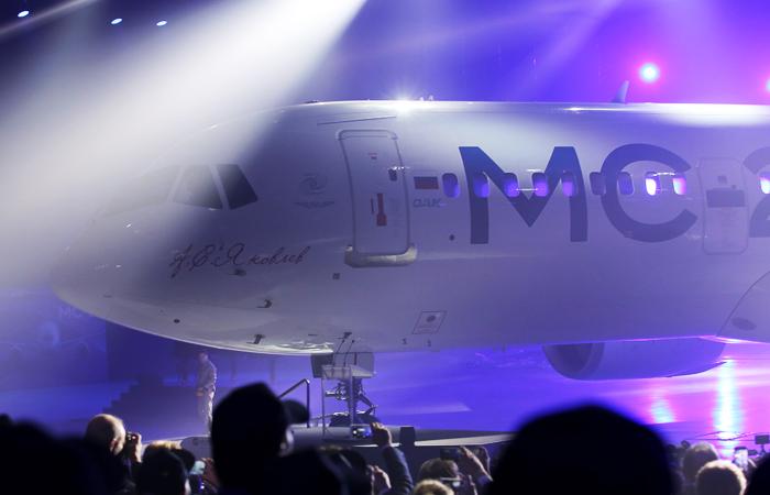 Семейство пассажирских лайнеров МС-21 создается по заказу государства для замены существующего парка Ту-204, Ту-154Б/М и их западных аналогов (главными конкурентами считаются американский Boeing 737 и европейский А-320)