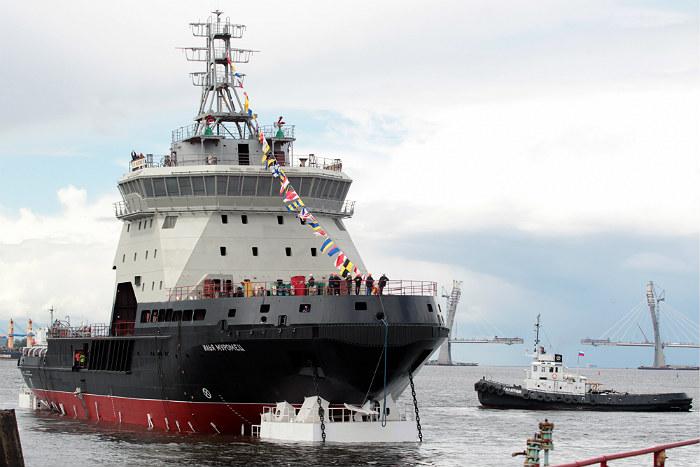 Первый за 45 лет российский военный ледокол спущен на воду в Петербурге