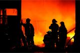 Двое пожарных пропали при тушении огня на мебельной фабрике во Фрязине