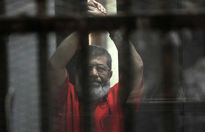 В Египте приговорили экс-президента Мурси к пожизненному заключению