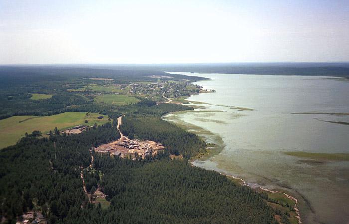 При крушении лодки на озере в Карелии погибли 10 детей