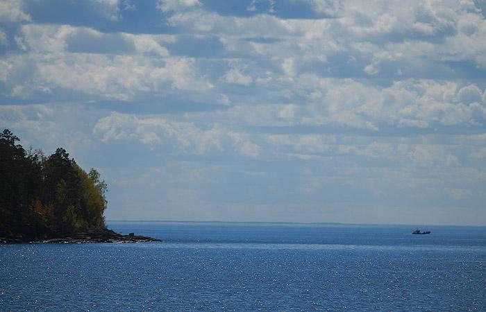 Попавшие в шторм на озере в Карелии туристы ушли в поход самовольно