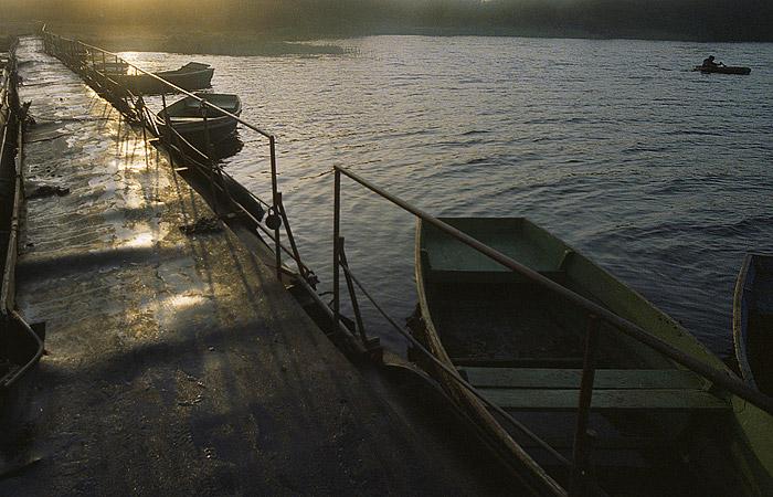 СКР начал розыск двух человек в связи с гибелью детей на озере в Карелии