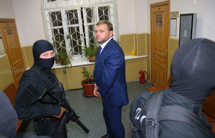 Никита Белых в здании Басманного суда 24 июня