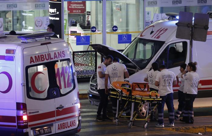 Взрывы в аэропорту Стамбула привели к гибели 10 человек