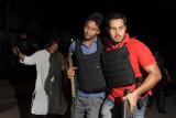 Террористы захватили заложников в столице Бангладеш