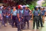 В Дакке освободили первых заложников