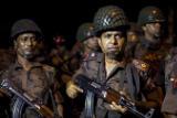 Полиция Дакки начнет операцию по освобождению заложников с рассветом