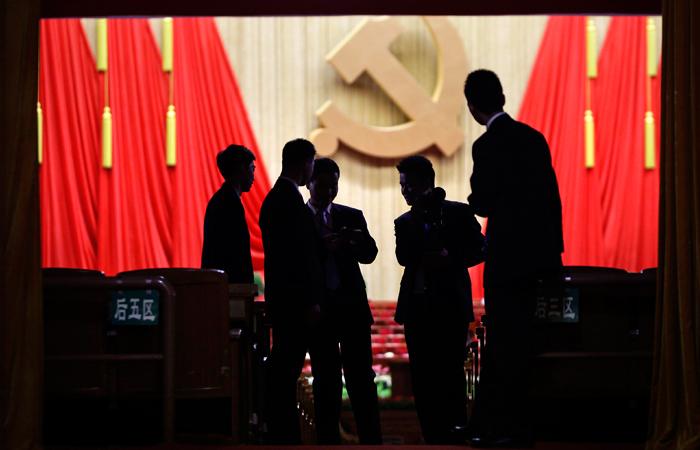 Компартия Китая призвала своих руководителей к скромности