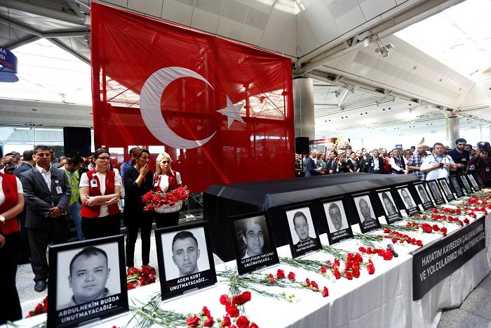 Турецкие спецслужбы объявили в розыск подозреваемых в теракте в аэропорту Стамбула