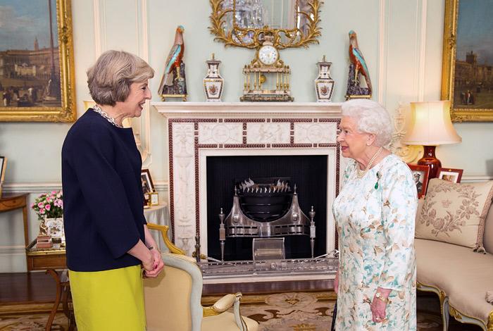 Елизавета II назначила Терезу Мэй премьером Великобритании
