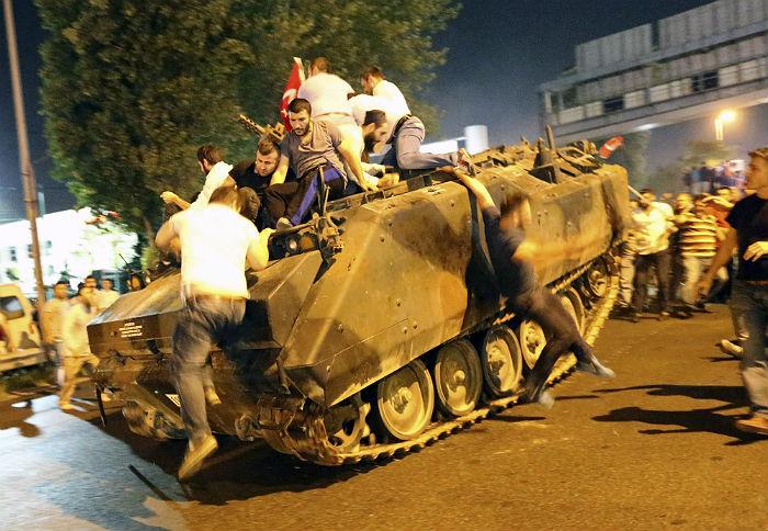 Ликвидирован один изорганизаторов попытки военного перелома вгосударстве — премьер Турции