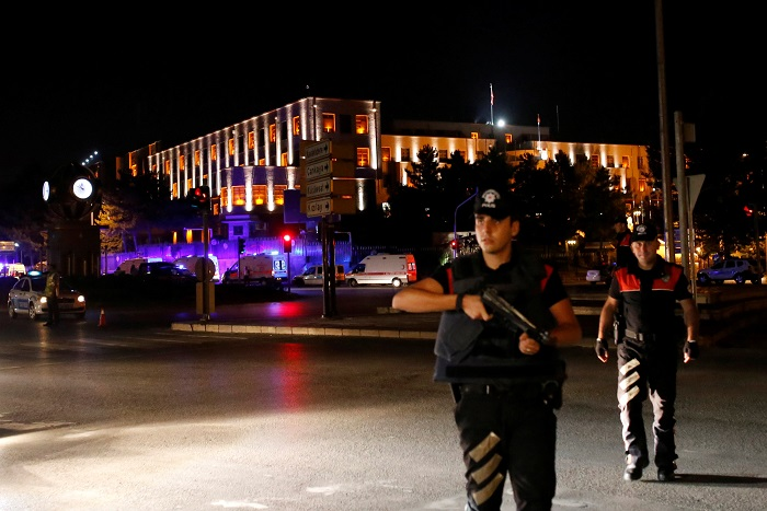 Турецкий премьер заявил о попытке военного переворота