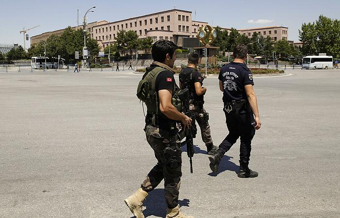 В Турции по подозрению в причастности к мятежу арестовали шесть тысяч человек