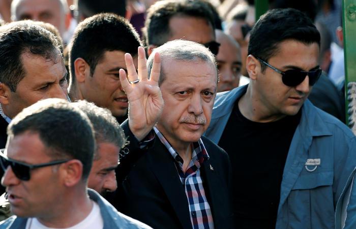 Турецкие власти ввели дополнительные силы спецназа в Стамбул