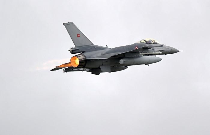 Вице-премьер Турции назвал самовольным решение пилотов сбить российский Су-24