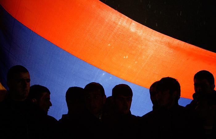 Спецслужбы Армении дали захватчикам здания полиции час на сдачу властям