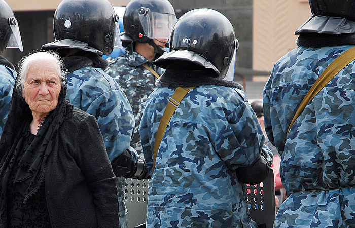 В Ереване освободили взятых в заложники медиков