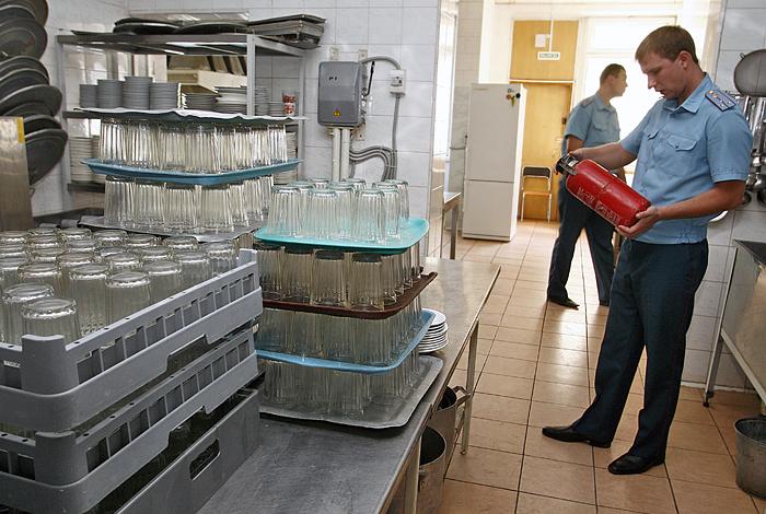 Руководитель МЧС запретил проводить внеплановые проверки малого исреднего бизнеса
