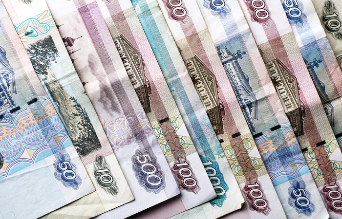 Доля хранящих сбережения в рублях россиян достигла 60%