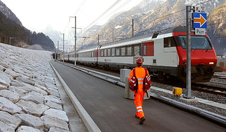 Мужчина поджег поезд в Швейцарии и напал с ножом на пассажиров