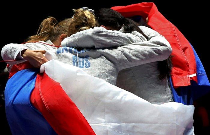 Русские саблистки взяли «золото» вкомандном турнире вРио