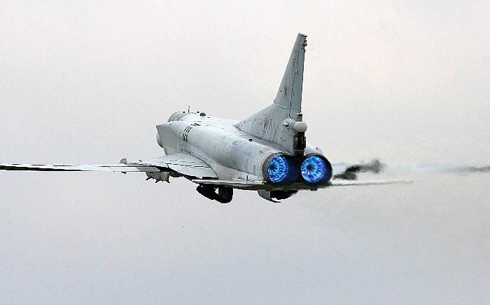 Российские Ту-22М3 нанесли удар по террористам под городом Дэйр-эз-Зор