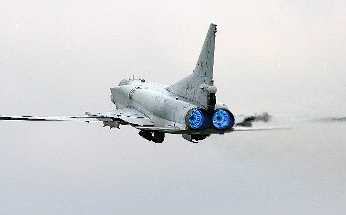 Самолёты ВКСРФ уничтожили 6 больших складовИГ вСирии— МинобороныРФ