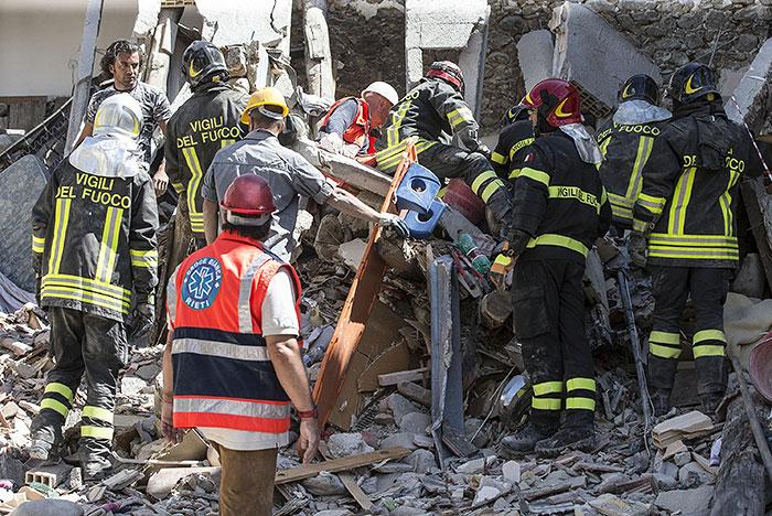 Число жертв землетрясения в Италии достигло 63 человек