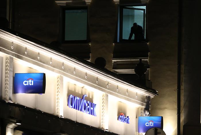 Банк в центре Москвы захватил залезший в долги бизнесмен