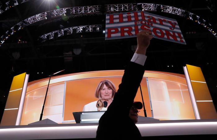 Суд обязал Госдеп США обнародовать еще одну партию заявлений Клинтон