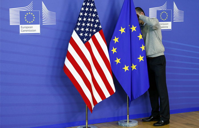 Франция потребовала прекращения переговоров ЕС с США о свободной торговле