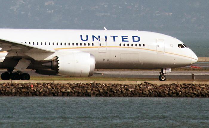 Неменее 15 пассажиров United Airlines пострадали впроцессе турбулентности