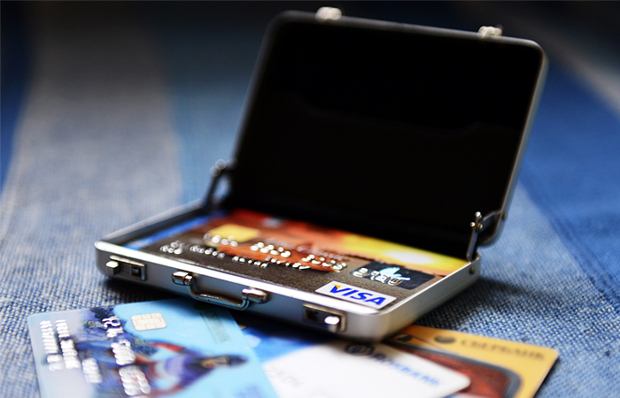 Российские банки сообщили о проблемах с картами Visa за рубежом