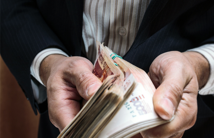 """Обыски в структуре """"Реновы"""" объяснили многомиллионными взятками руководству Коми"""