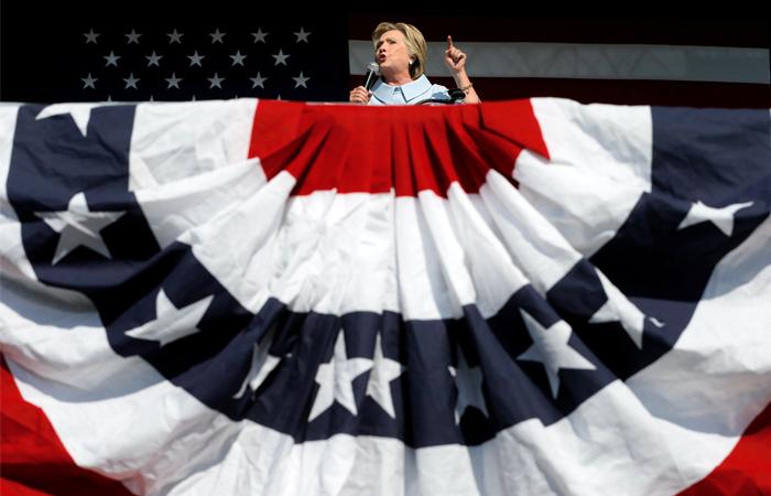 Клинтон назвала серьезной угрозой вероятные попытки РФ повлиять на выборы в США