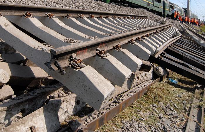 ВСаратовской области под грузовым поездом обвалился мост
