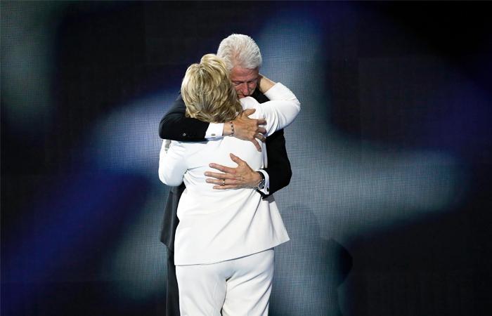 Билл Клинтон не нашел причин для беспокойства о здоровье жены