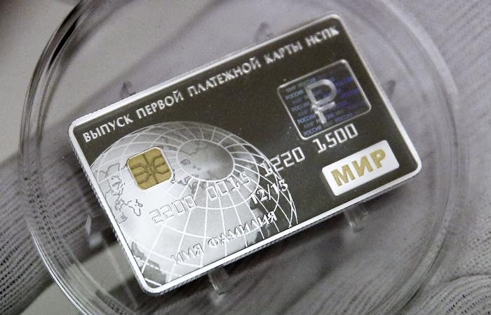 Сберегательный банк начал обслуживание карт «Мир»