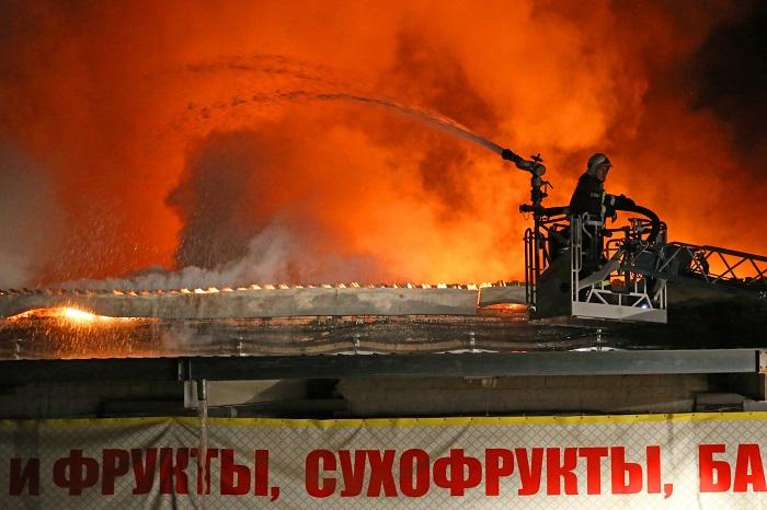 При пожаре на востоке Москвы произошло обрушение кровли на площади 1 тыс. кв. м