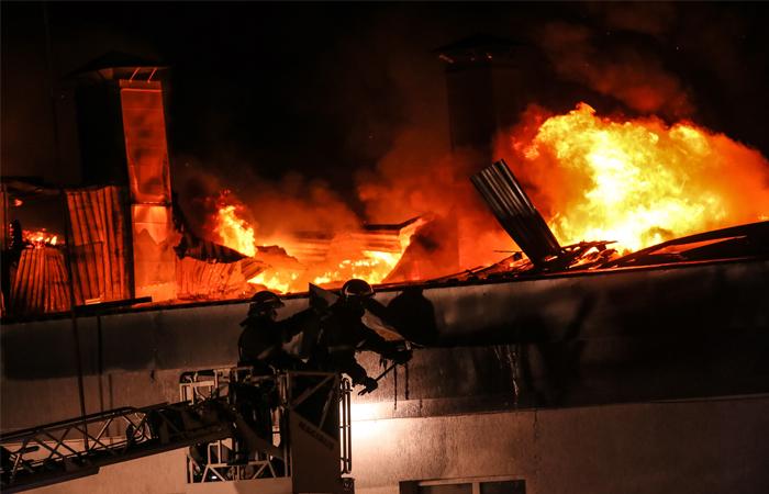 МЧС объявило о локализации пожара на московском складе