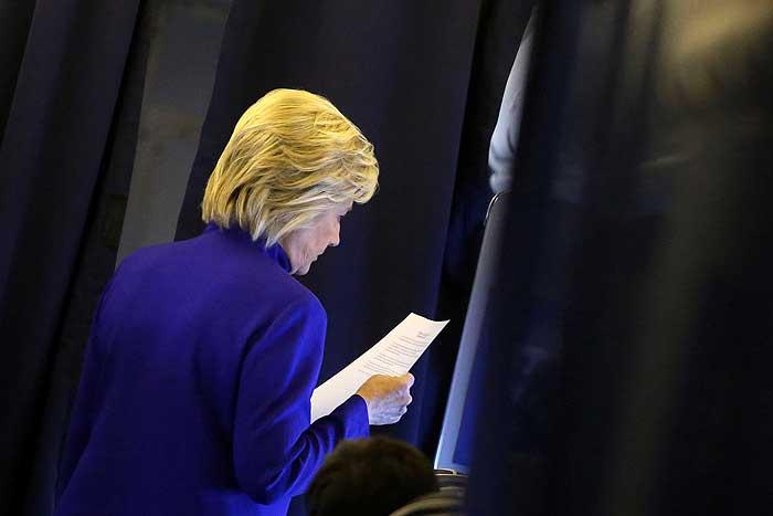 ФБР рассказало о забытом Клинтон в России секретном документе